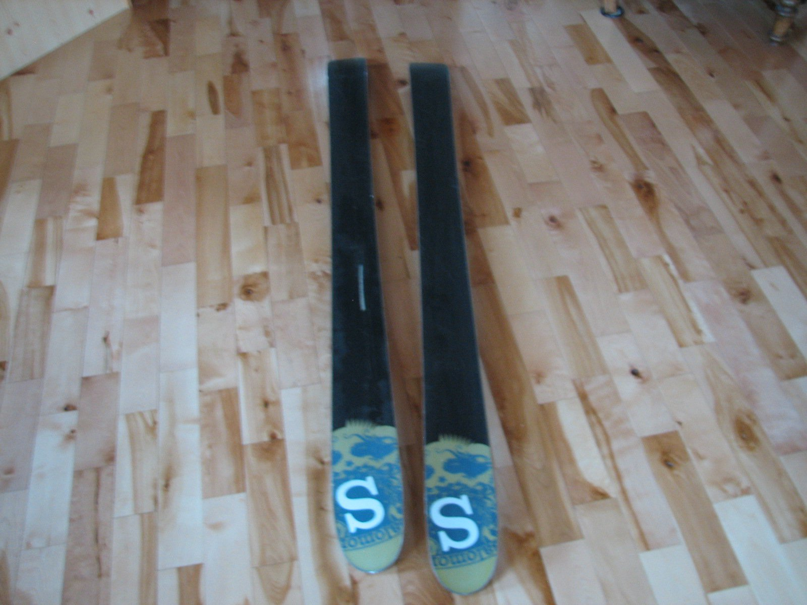 Selling Salomon Skis