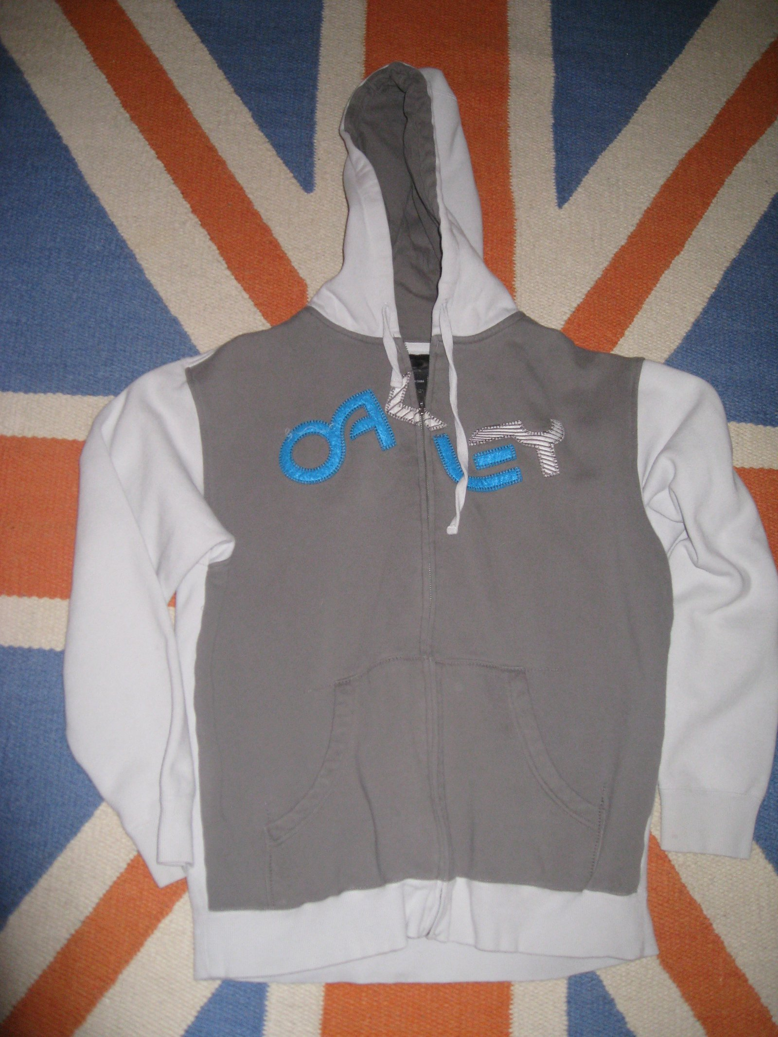 Hoodie for thread