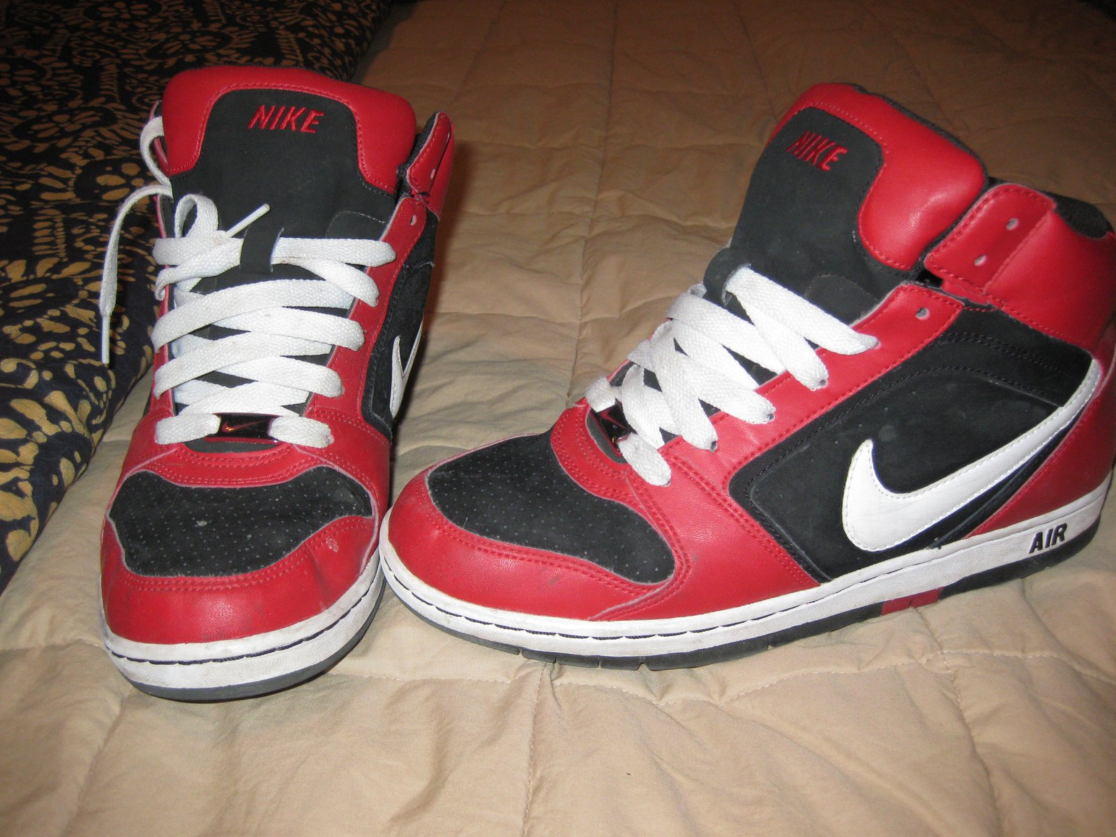 Nikes!! 8.5 mens