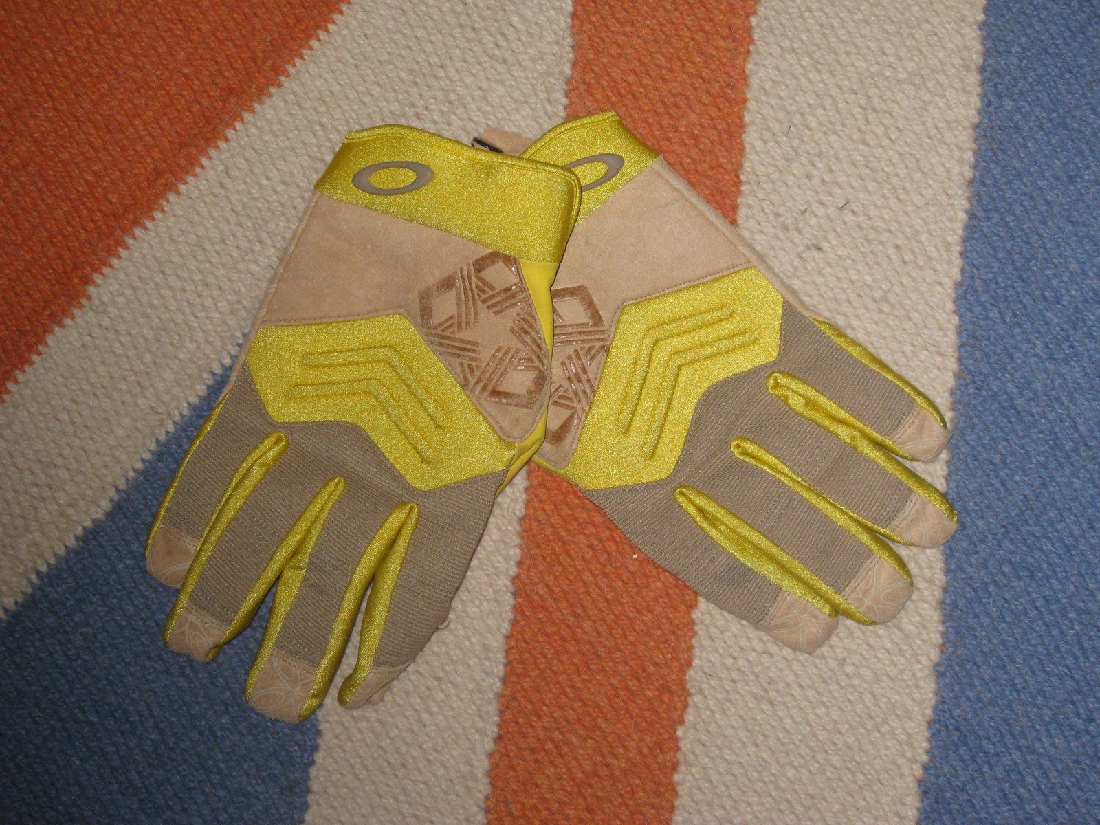 Oakley pipe gloves