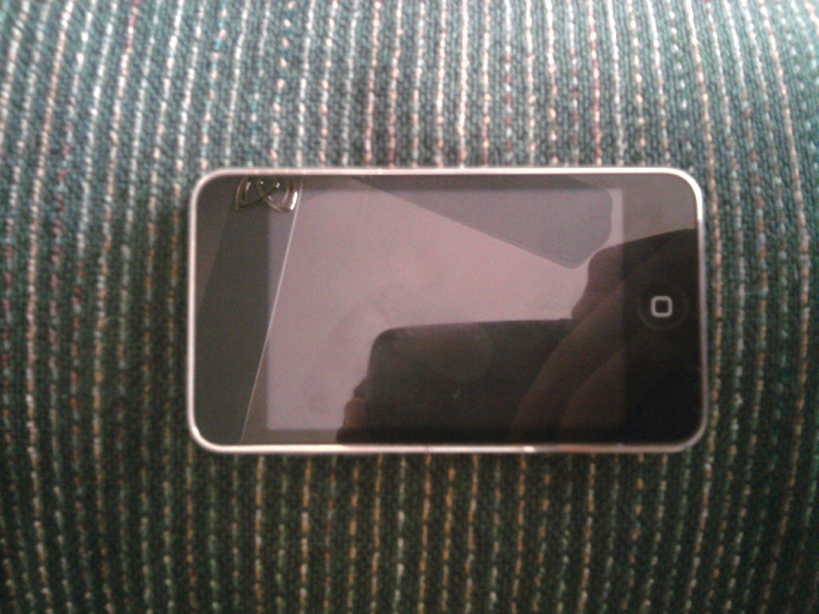 FS: 8GB iPod Touch 2nd Gen