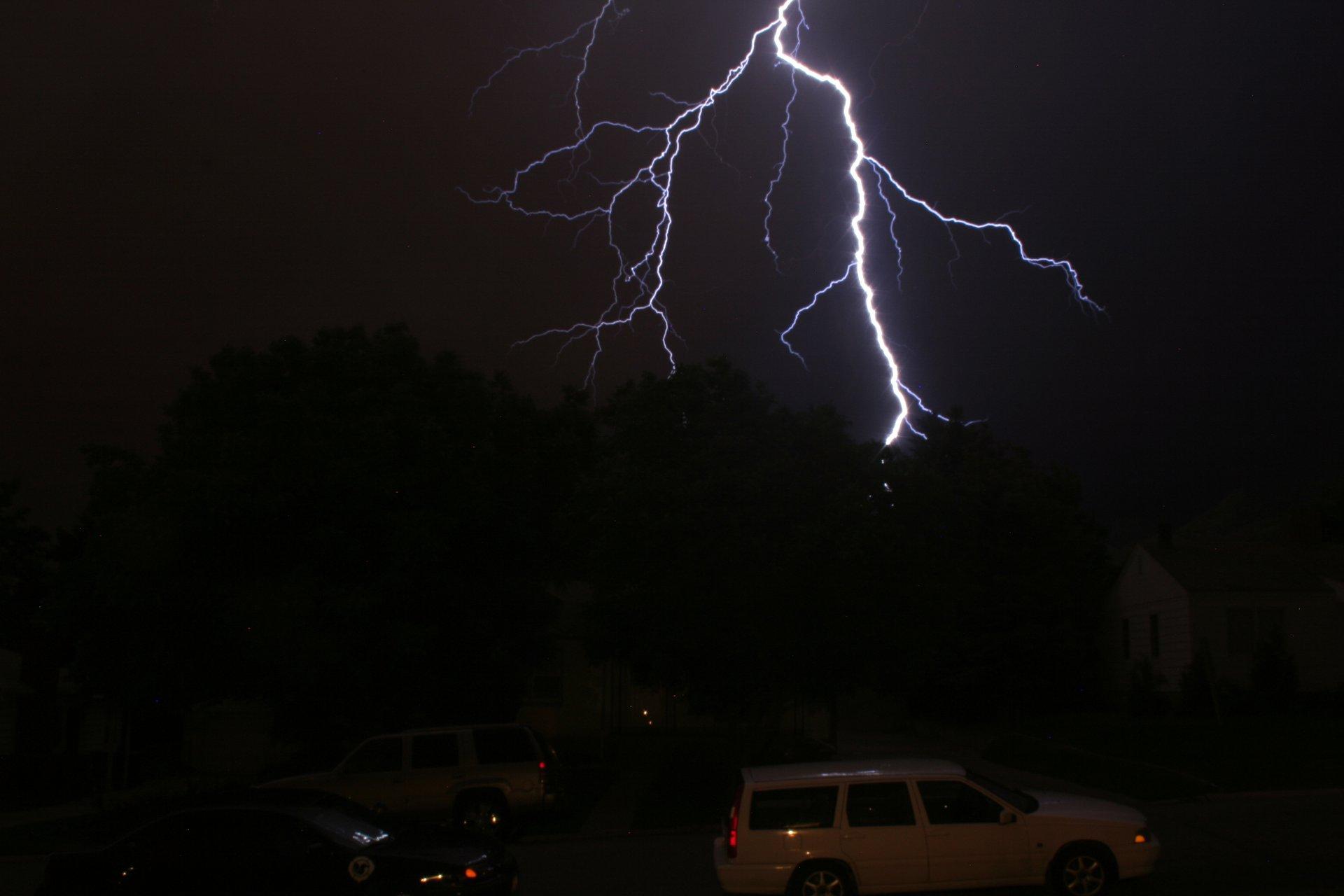 Lightning fast stationwagon...
