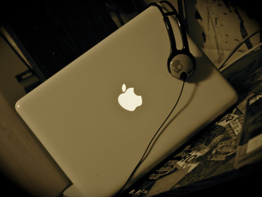 Macbook.