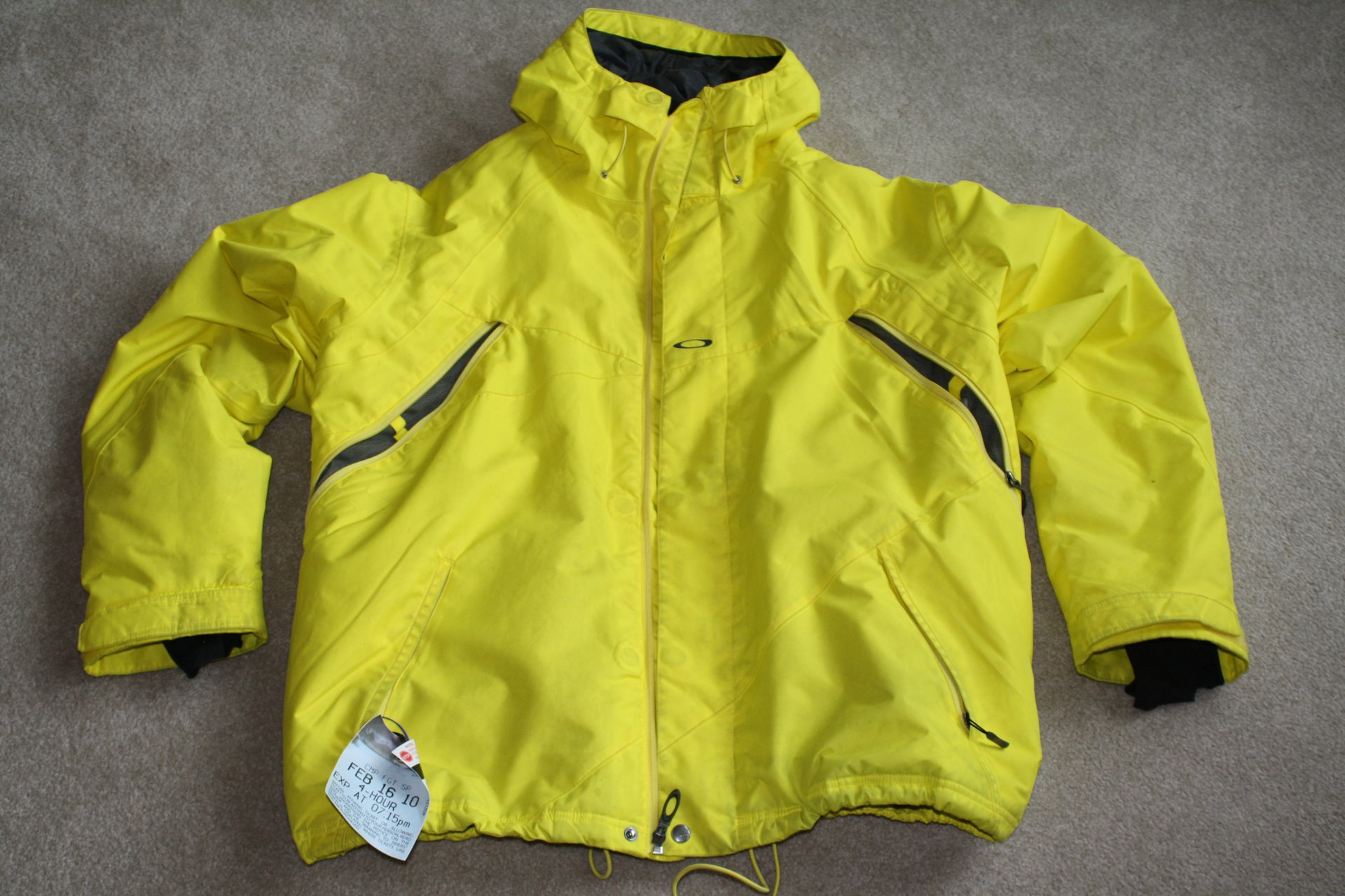 Highlighter yellow Oakley coat L 9.5/10  $90