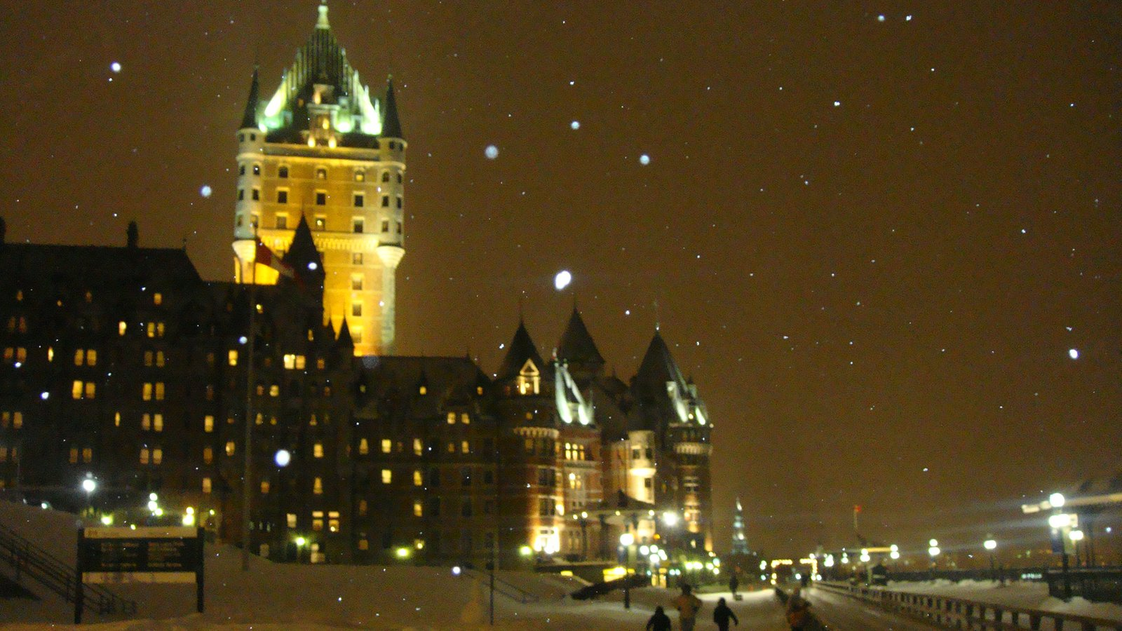 Quebec city in the nighht