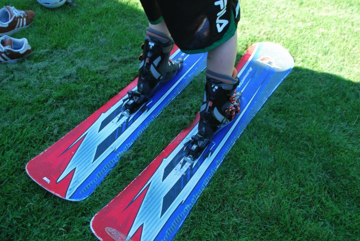 Exterminator snowboard skis