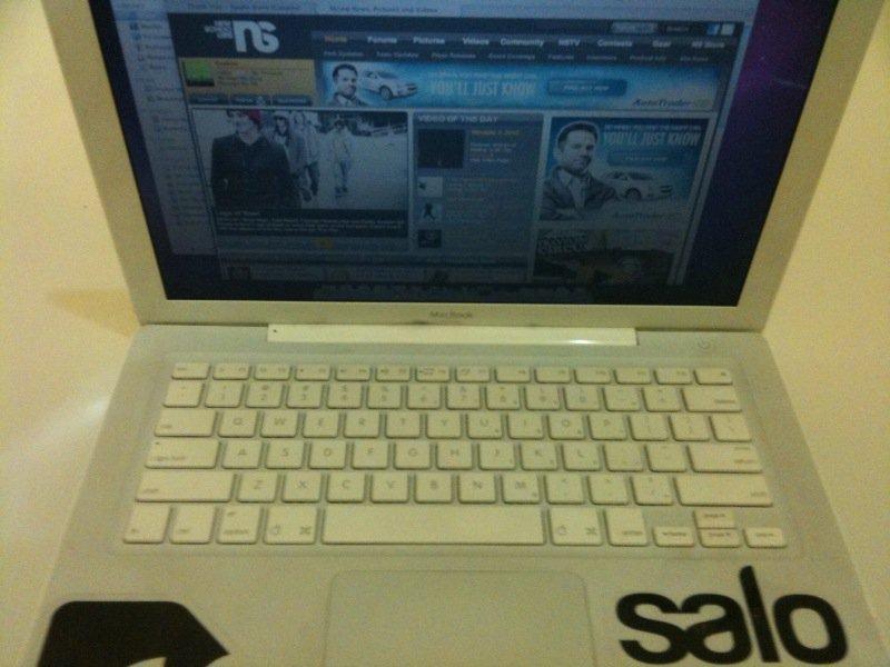 Macbook 4 - front