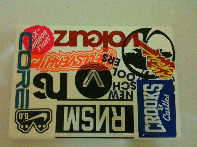 Front - macbook - stickers