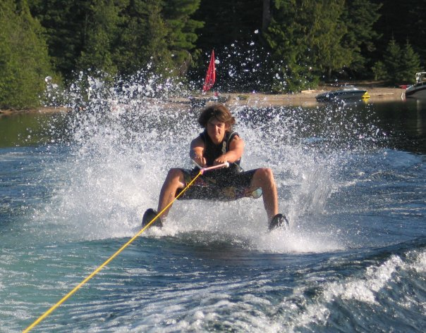 Gorilla steeze water skiing