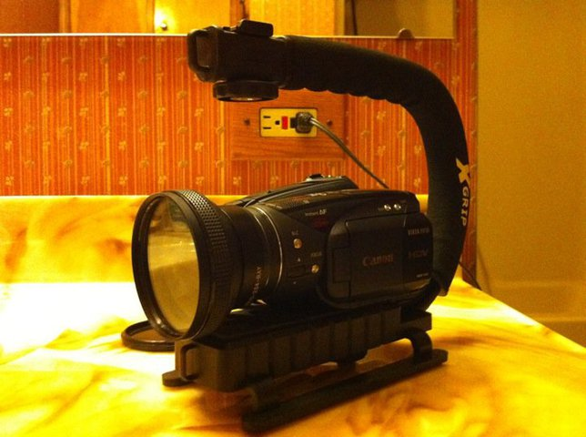 FS: HV30 w/ X-grip and wide angle