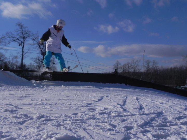 Ski Roundtop Jibbing