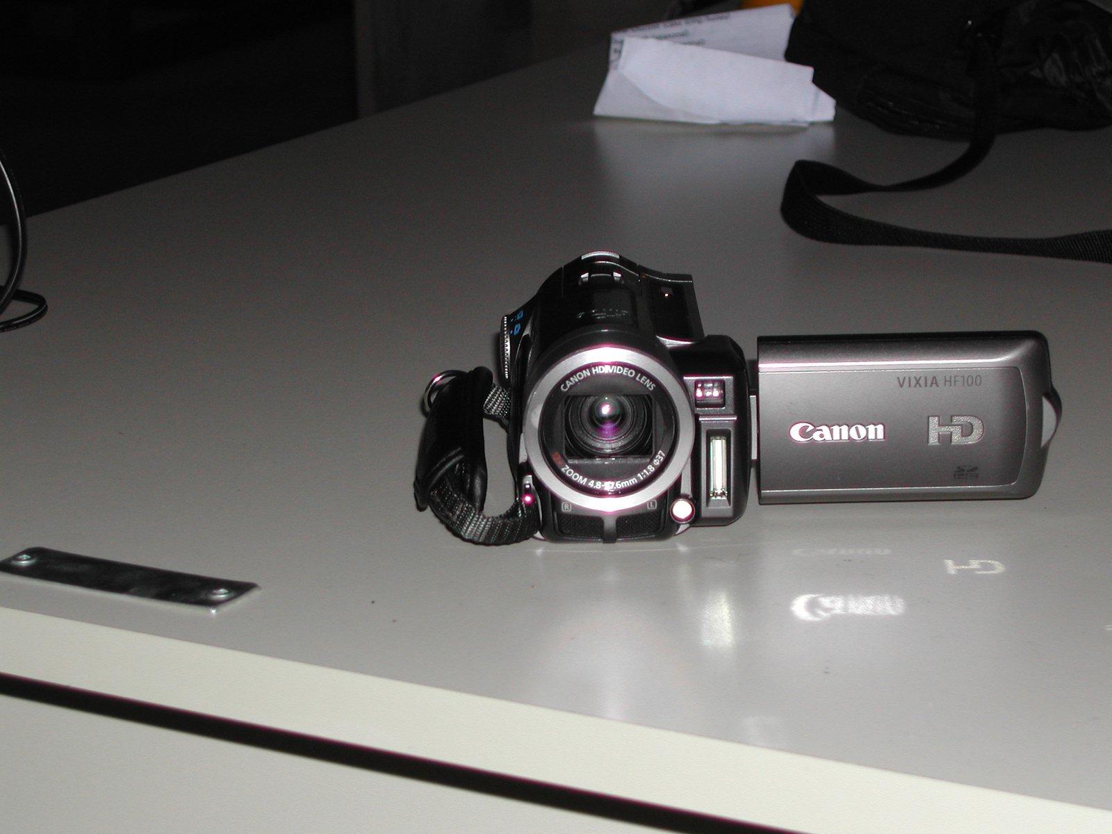 Canon HD vixia HF100 2