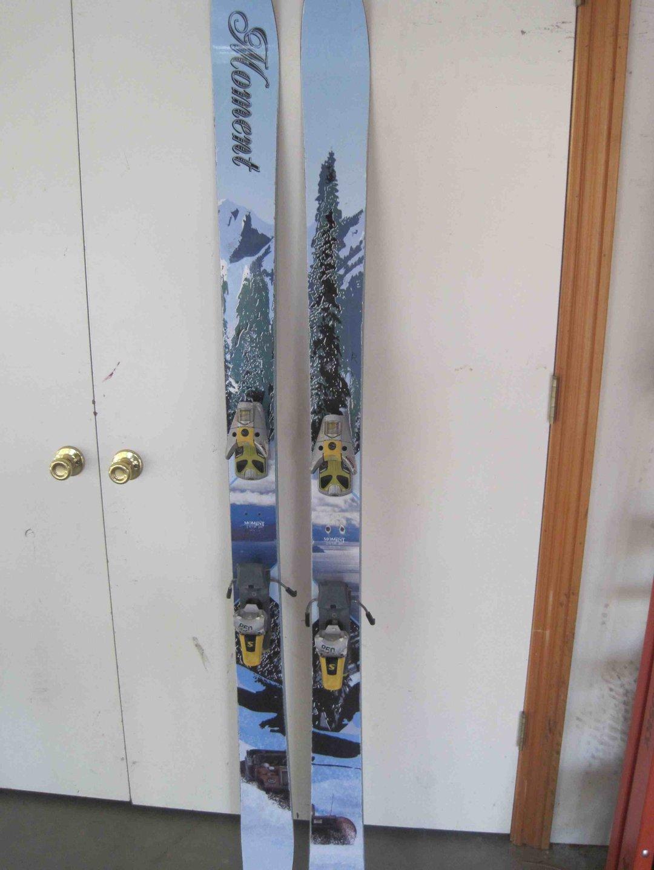 Moment skis