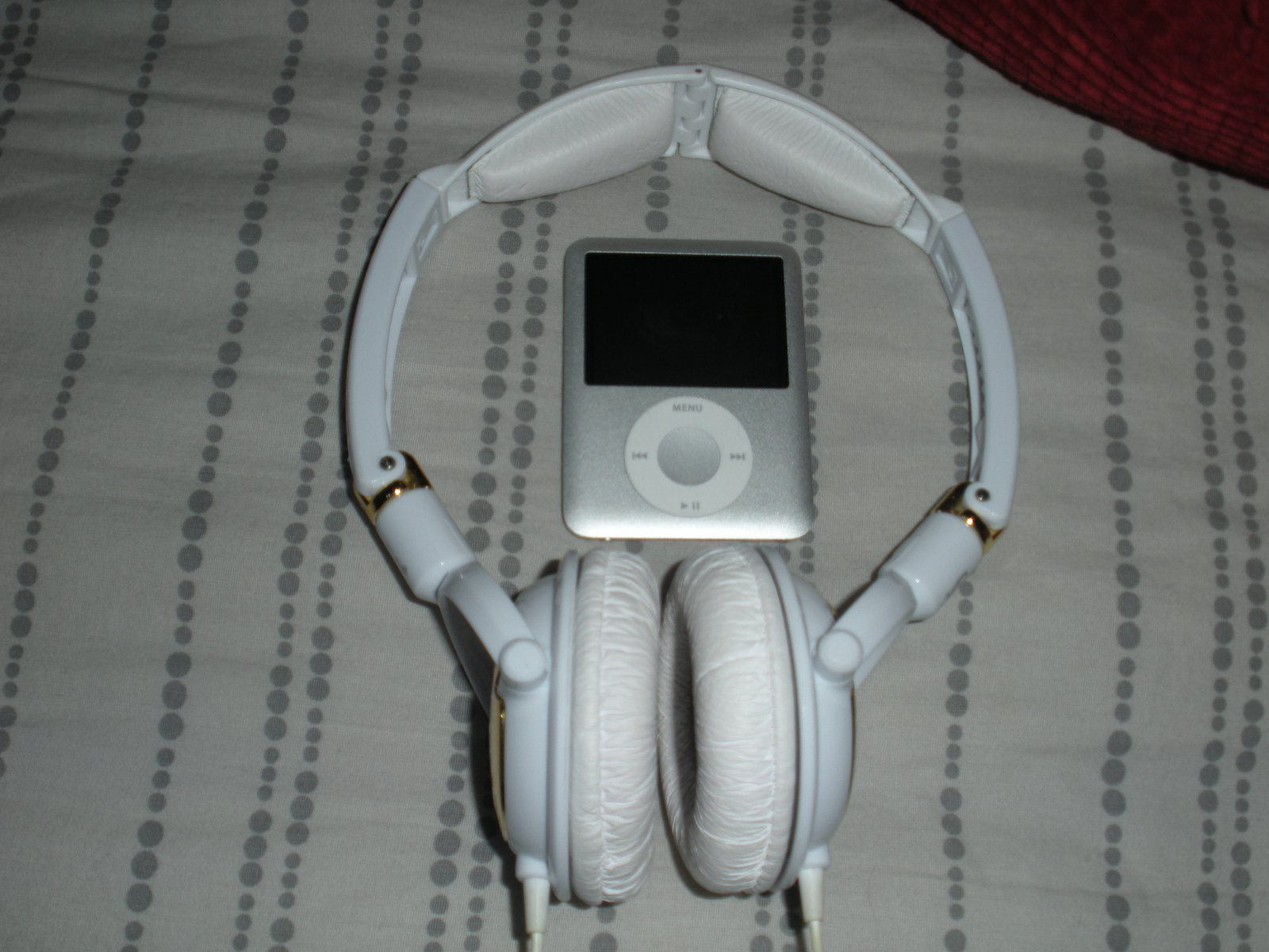 Ipod and headphones front