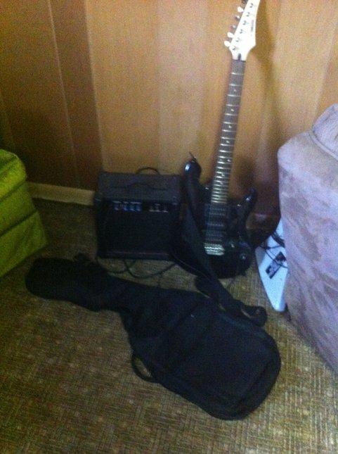 Guitar,amp and bag fs