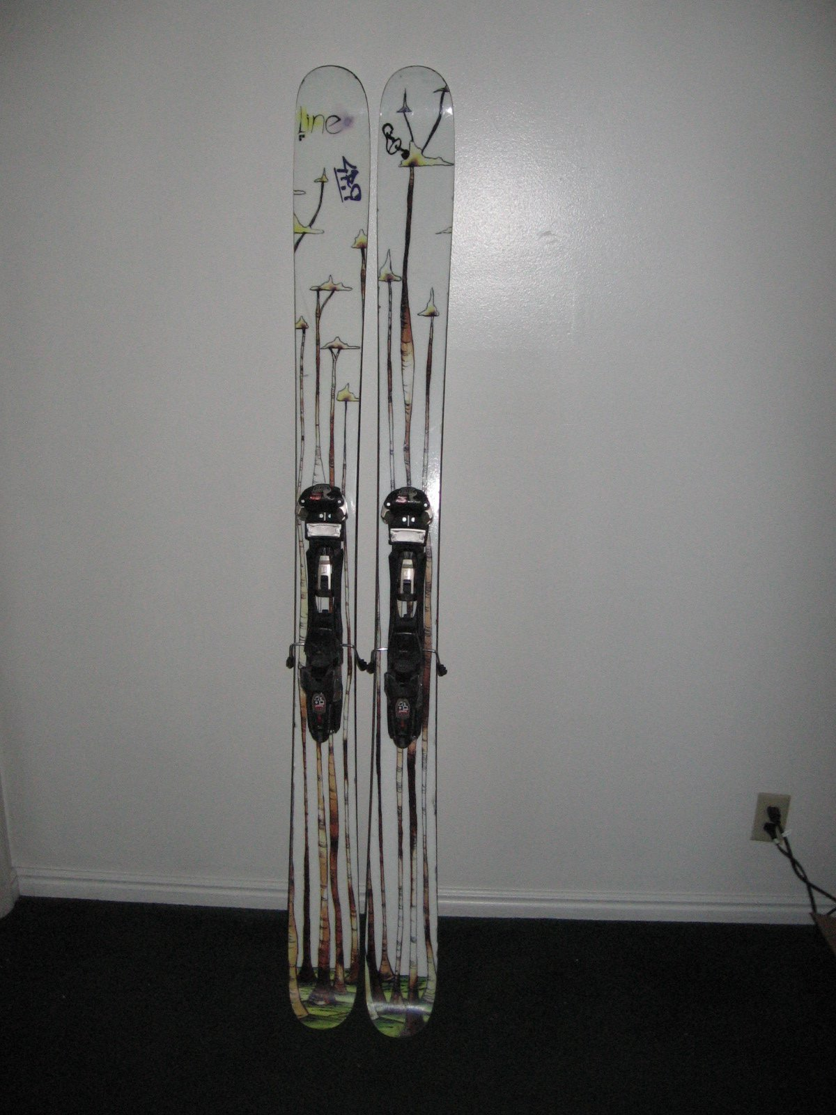 Here is a picture of the skis