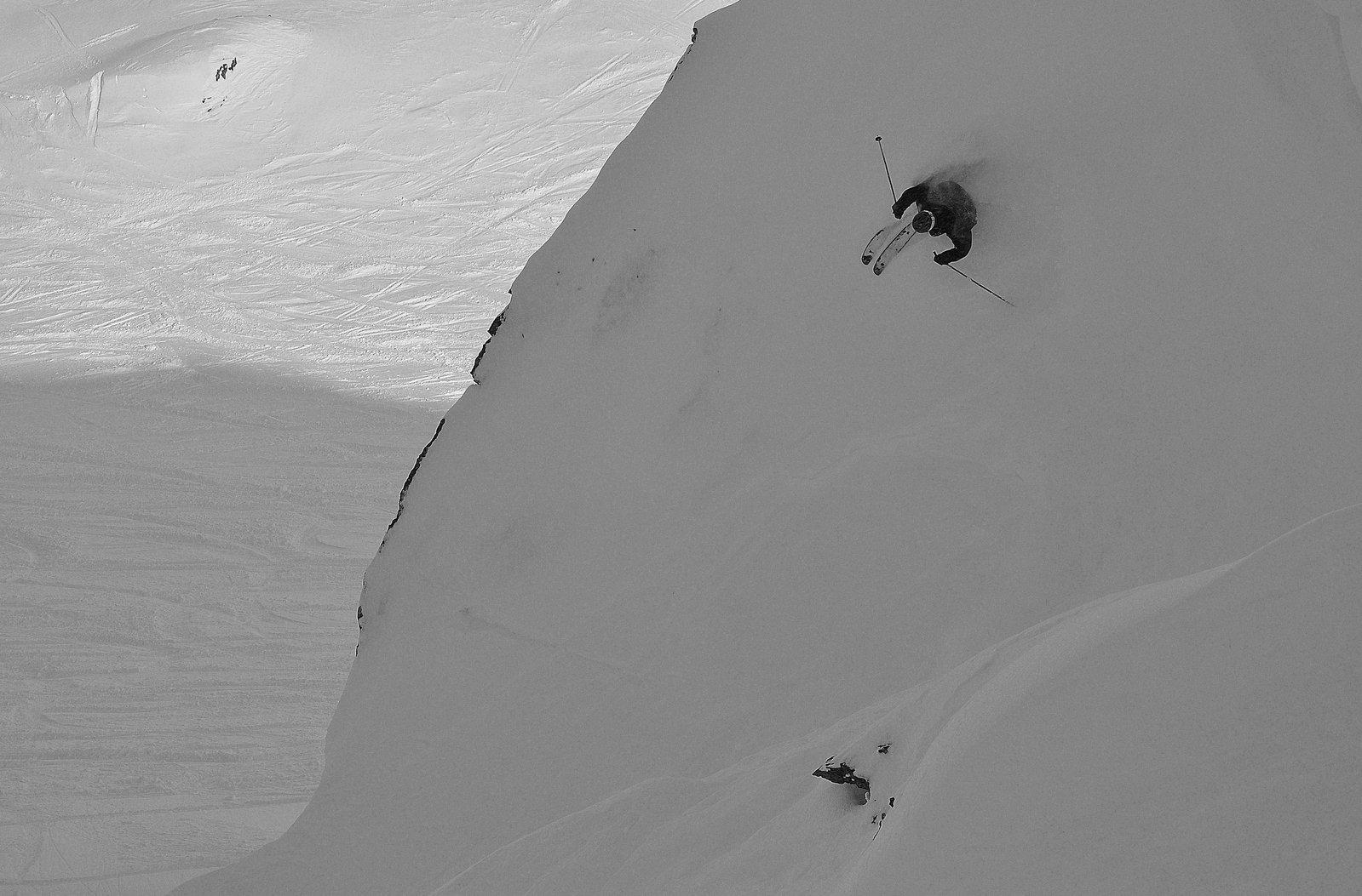 Escalator chute
