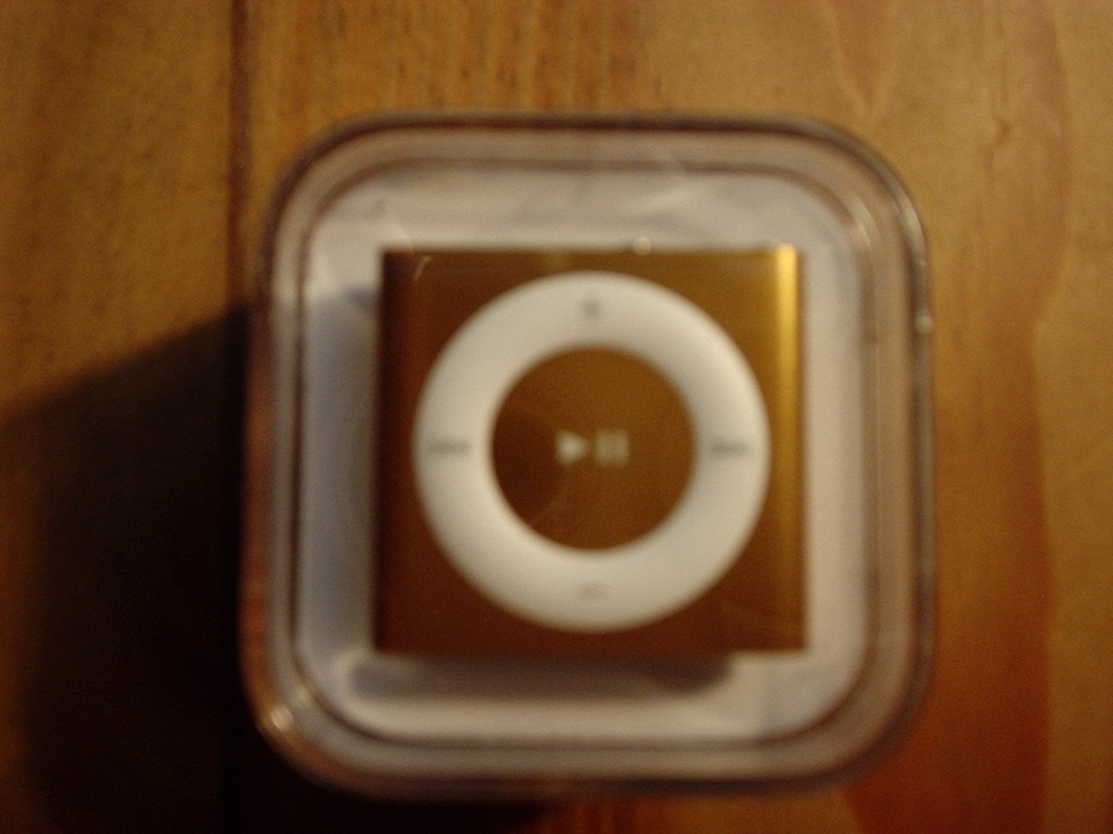 Gold ipod shuffel
