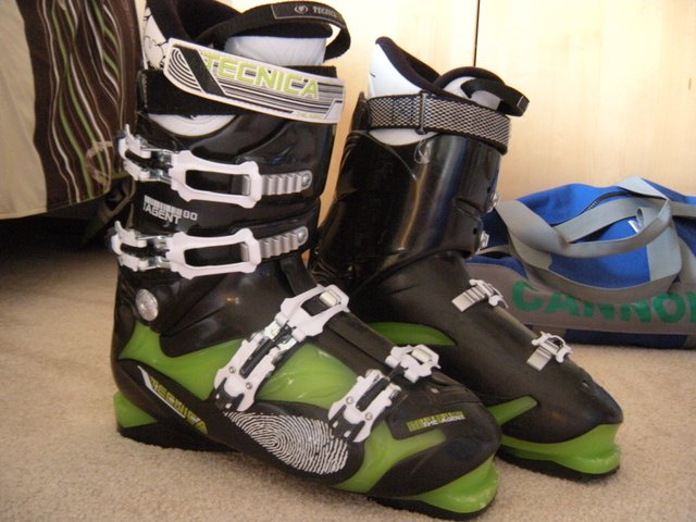 FOR SALE: Men'sTECHICA AGENT 80 size 28.5 $150.00