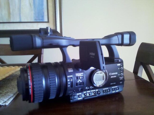 FS canon XH A1s Mint condition, 2 extra batteries $2000 OBO