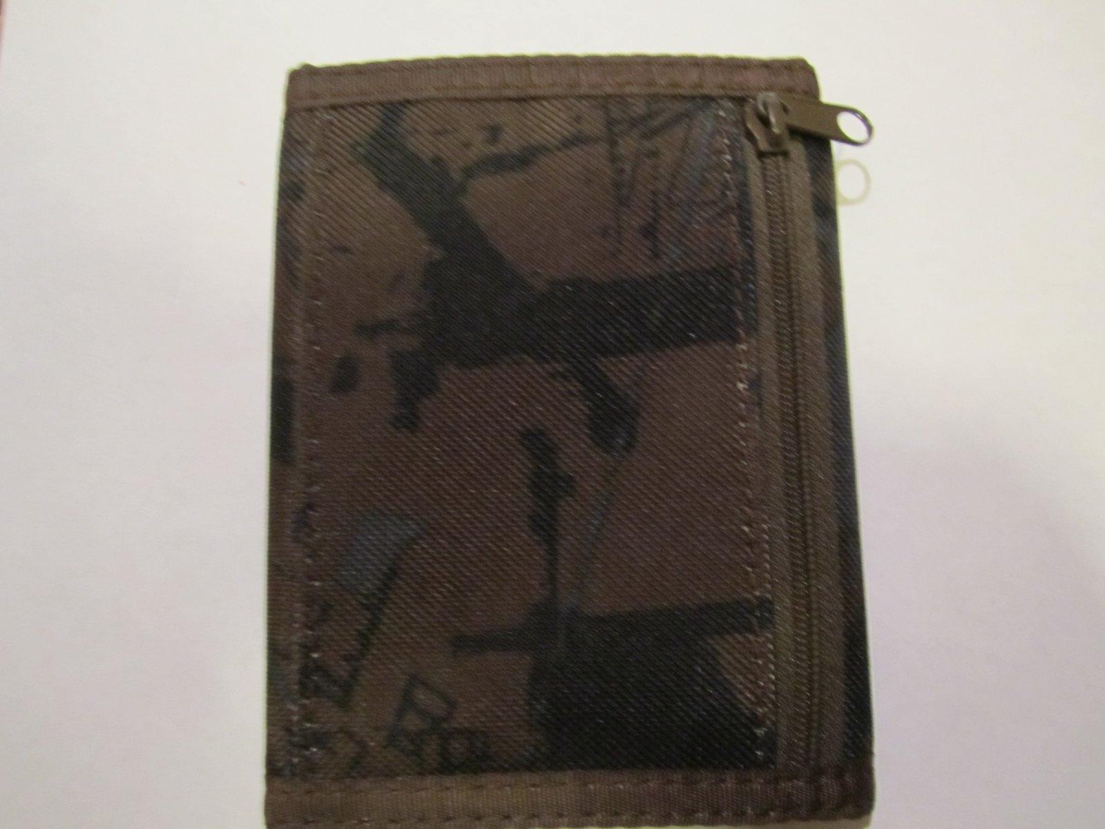 Dakine wallet back