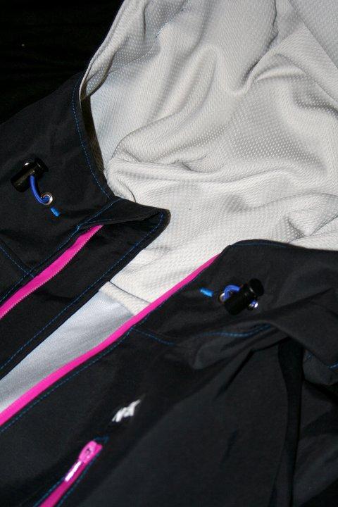 Light weight mesh hood and pocket lining