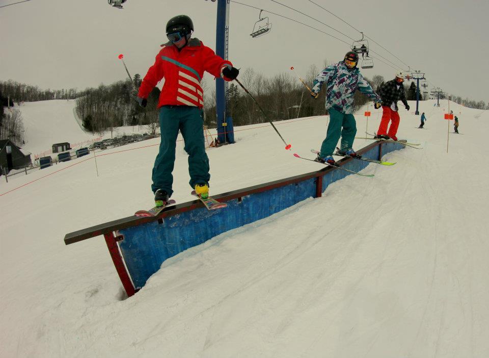 3 Skiers 1 Kink