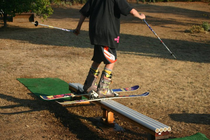 ski aki rail