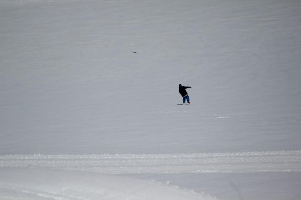 Losing a ski at Glacier 3000 SUCKS