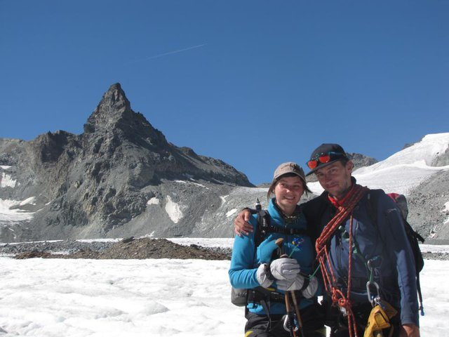 me and the gf, in the back is 'la vierge' which i climbed that morning