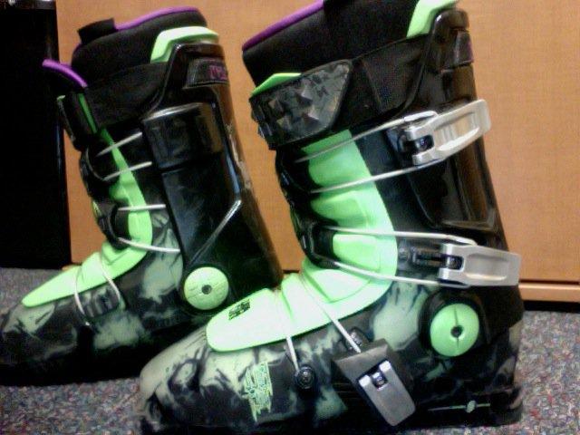 2011 Seth Morrison Ski Boots 350$ Size 28.5 (aka 10.5 in Mens) Amazing Conditon.