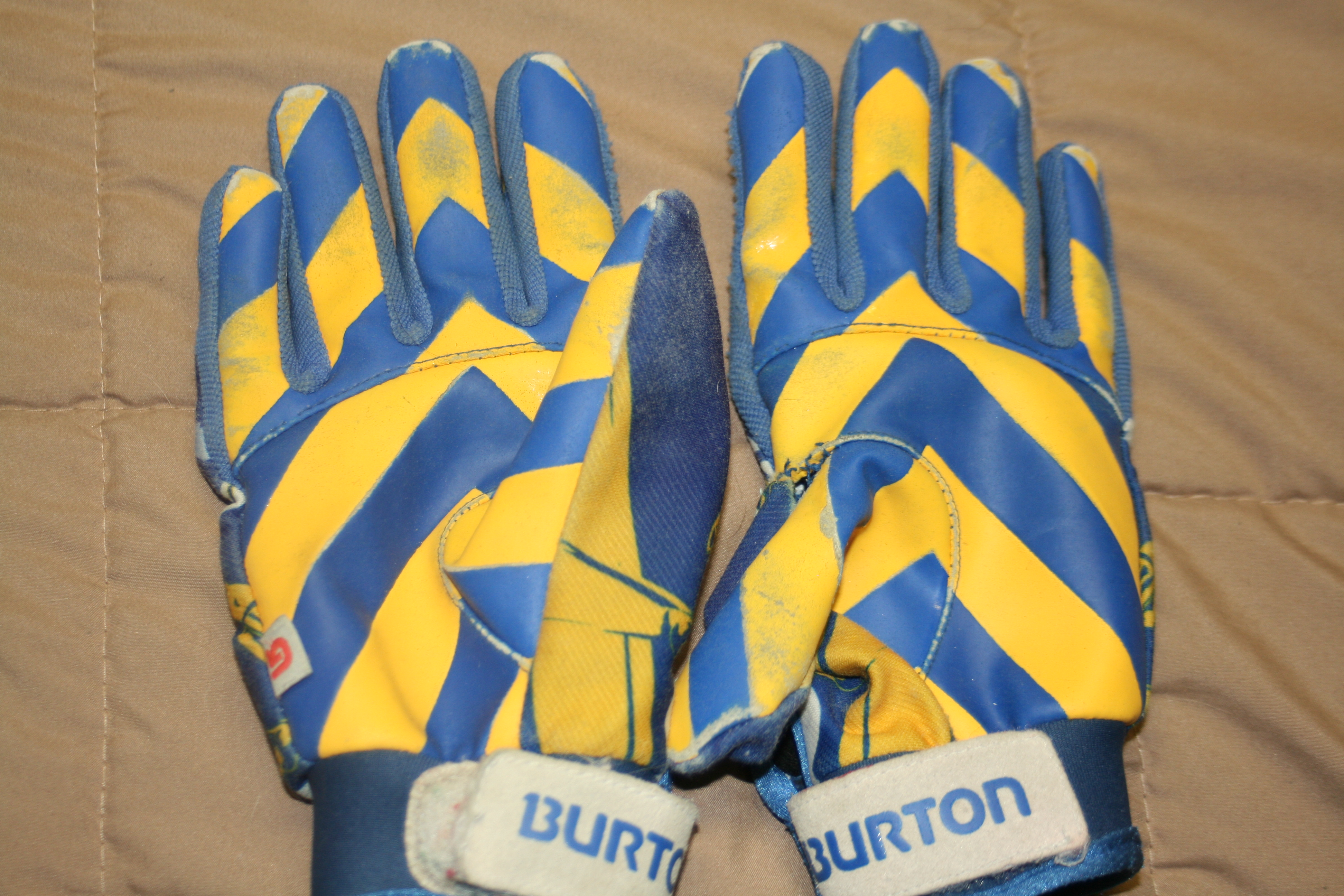 palms of small burton pipe gloves