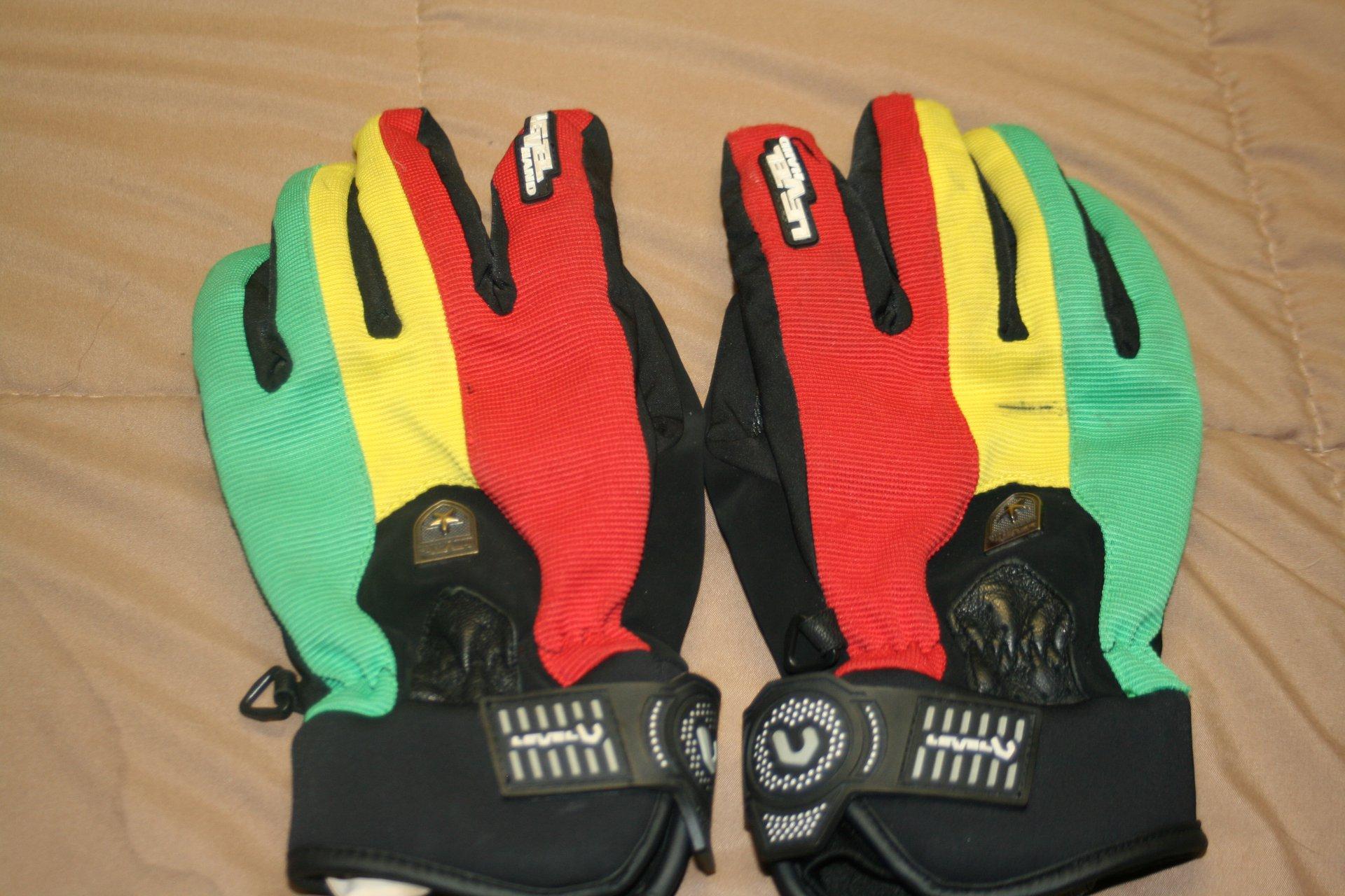 Level Hand rasta gloves