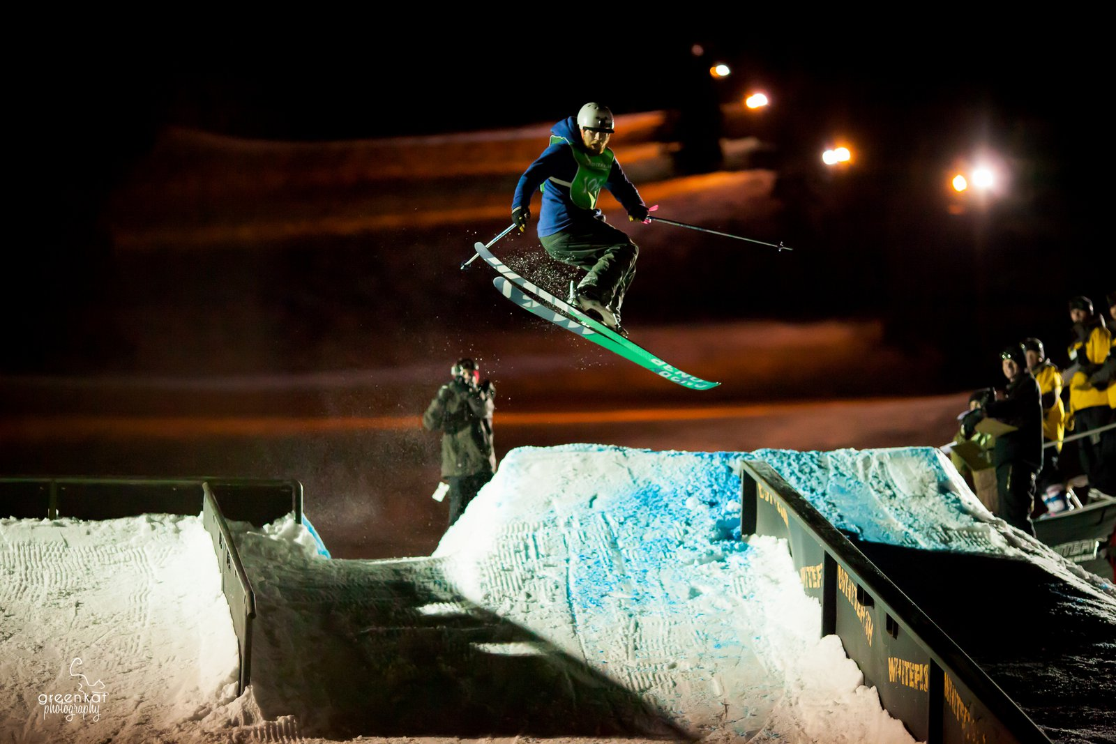 gapping to closeout downrail