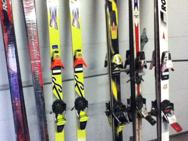 Skis i Found down the block