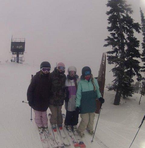 girls skiian