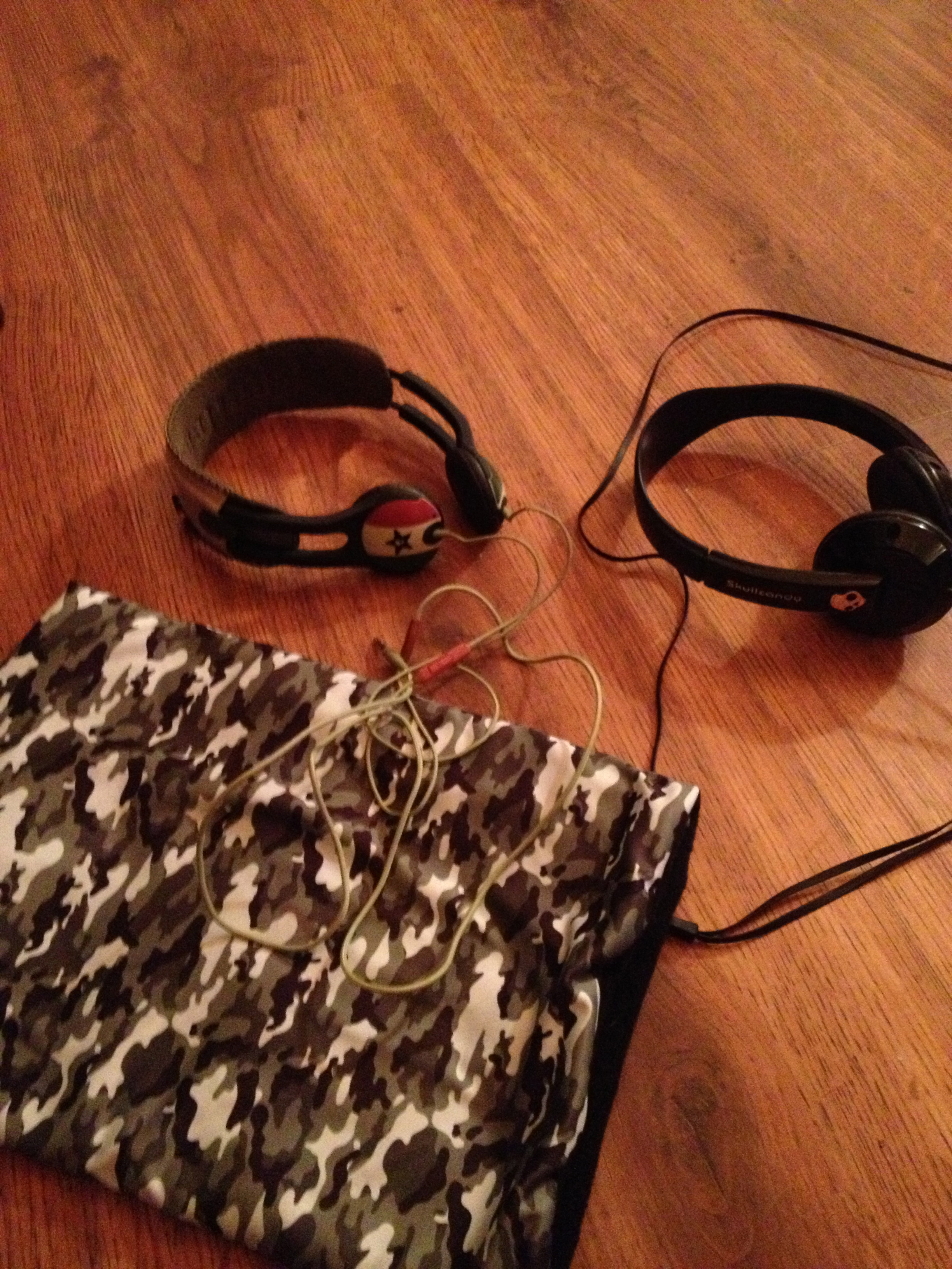 Headphones and phunkshun