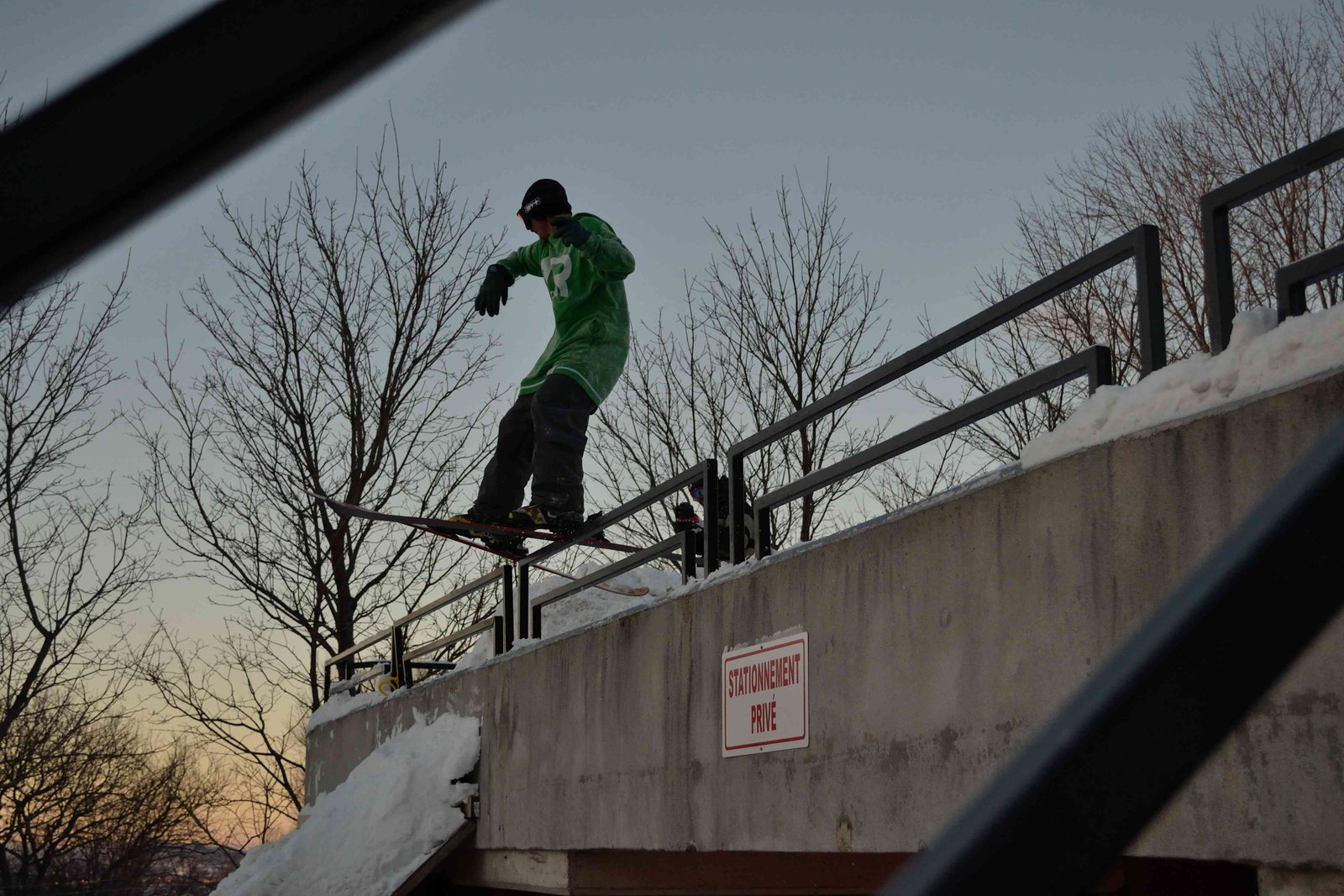 Drop rail