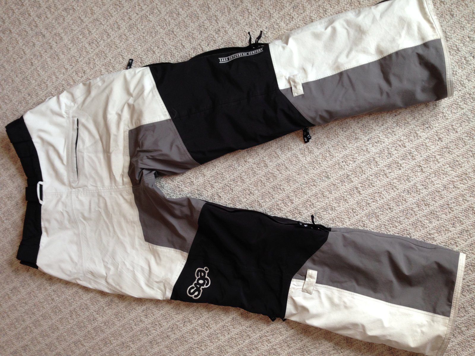 Saga pants back