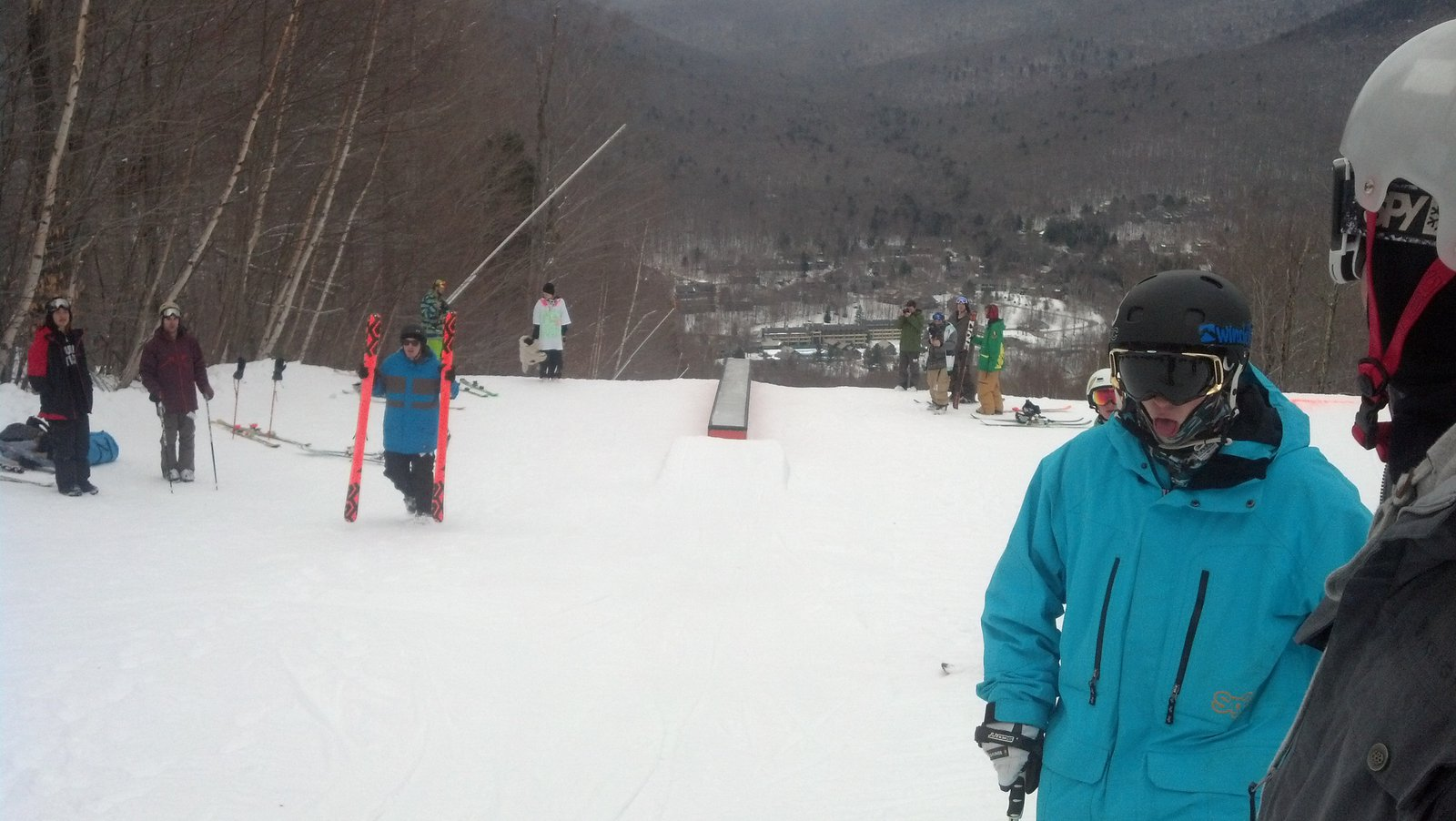 Game of ski on the flat box.