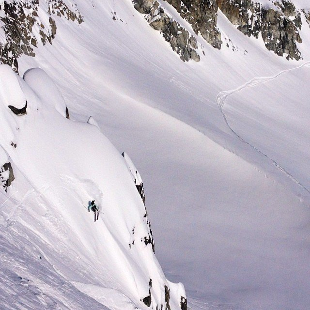 steep pow turn