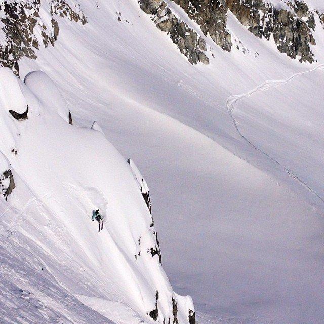 steep pow turn