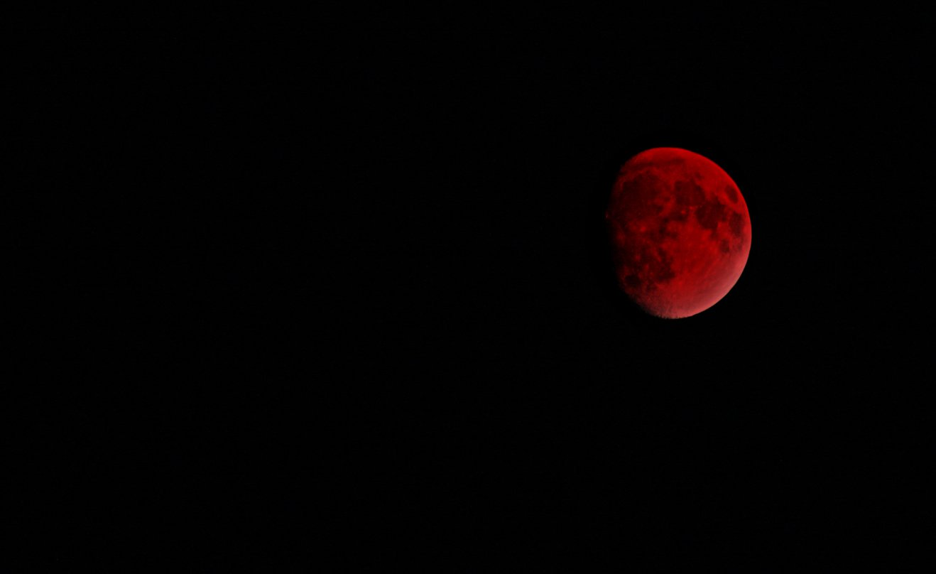 Fake blood moon