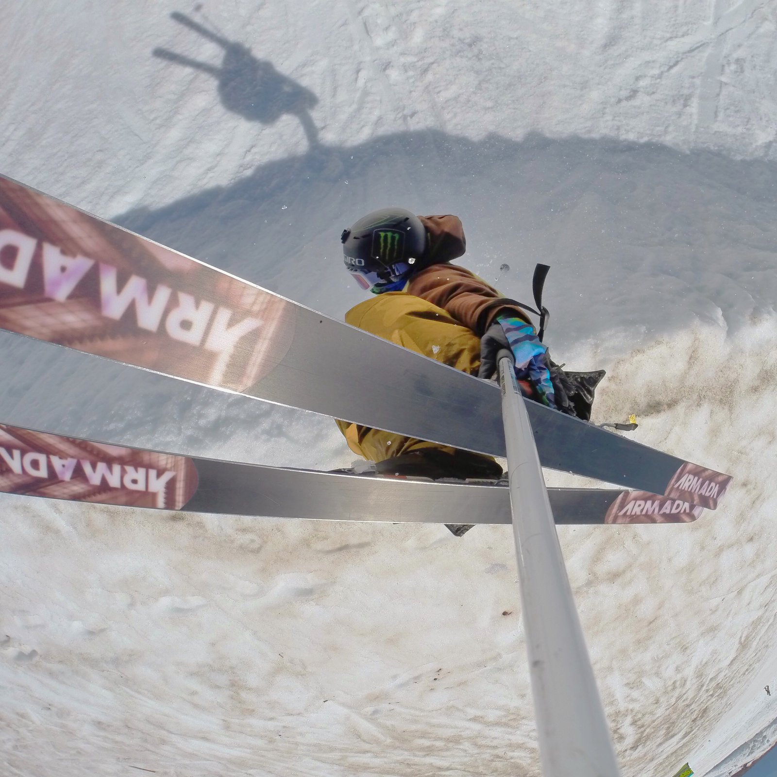 Handplant from a pole