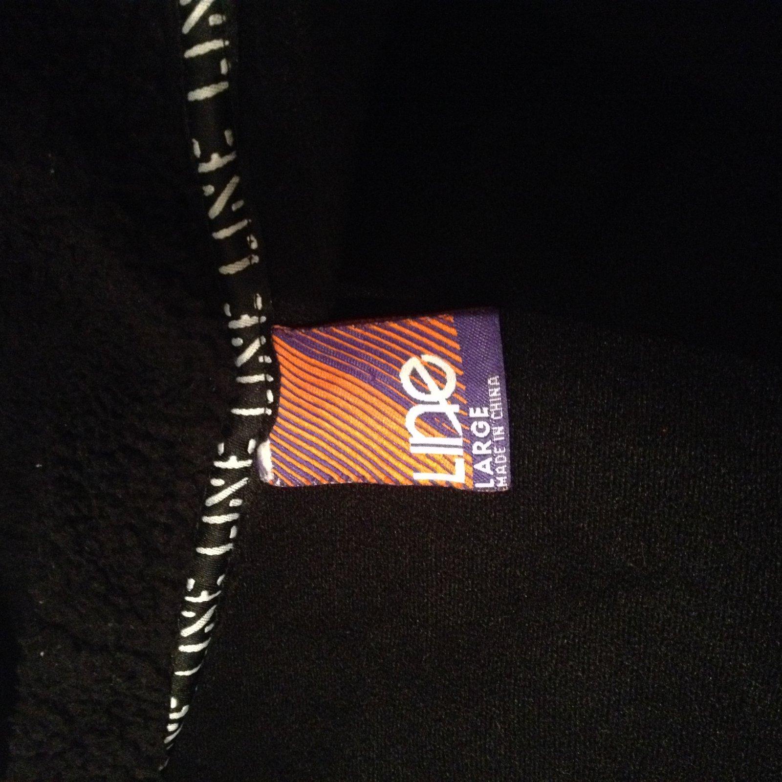 Line hoodie 3