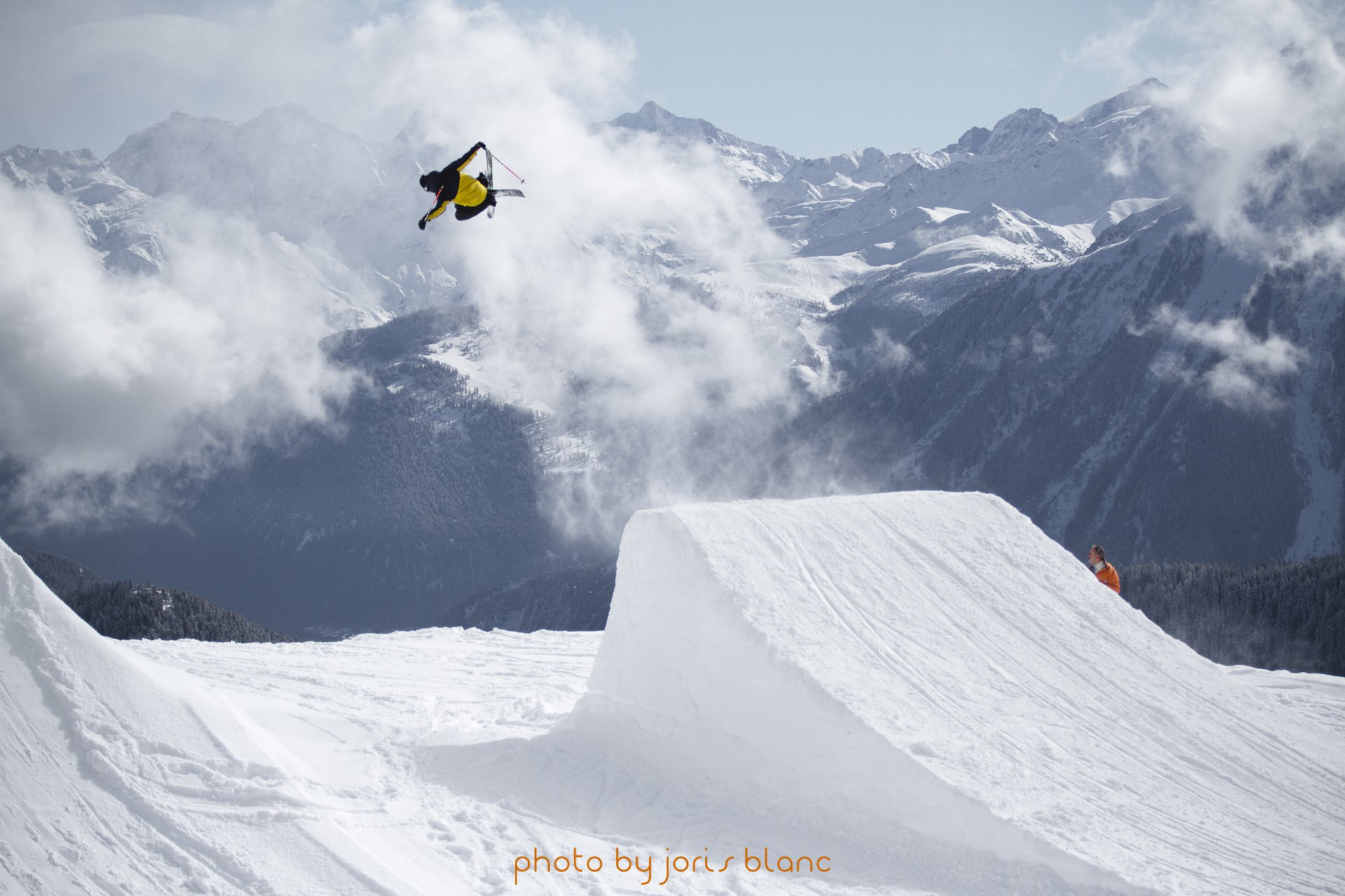 Florian Bruchez flying over the clouds !