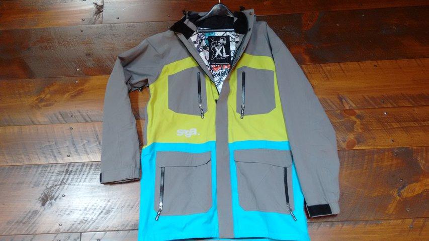 saga coat 1.jpg
