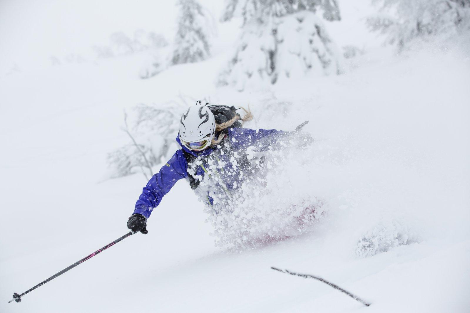 agressive pow skiiing in norway!b