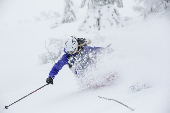 agressive pow skiiing in norway!b