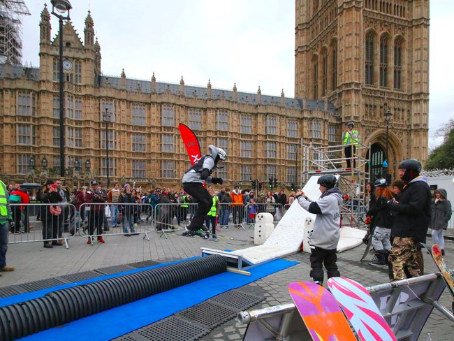 Skiers Join London Climate Change Protest